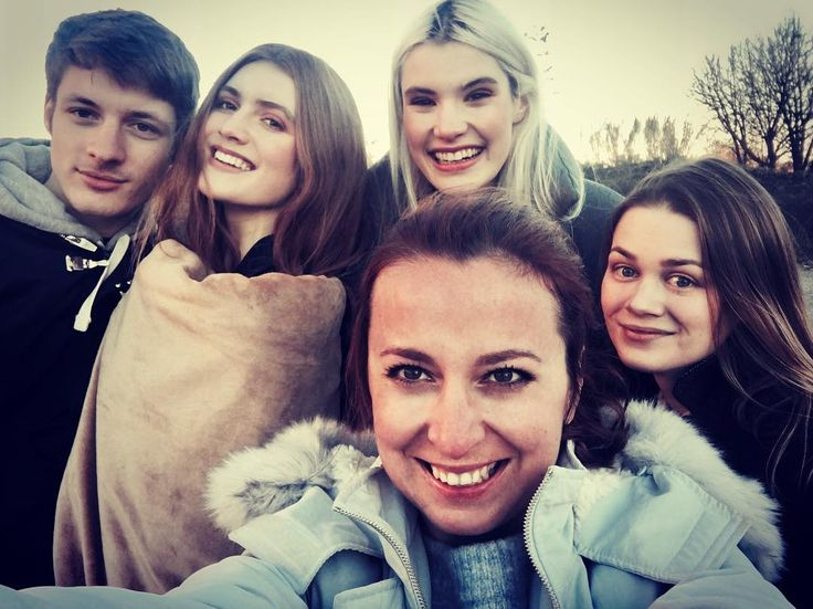 Quick group selfie after shooting in a really cool location near Milan #fashion #editorial #sylwialukoszhairandmakeup #milanmakeupartist #mua #makeupartistworldwide