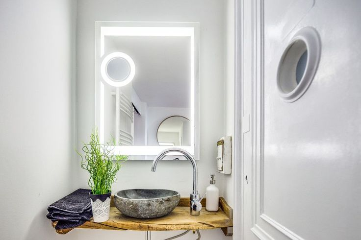 Накладная раковина на столешницу: 75+ воплощений эргономики и эстетики в ванной комнате http://happymodern.ru/rakovina-dlya-vanny-nakladnaya-na-stoleshnicu/ rakovina_v_vannoj_56