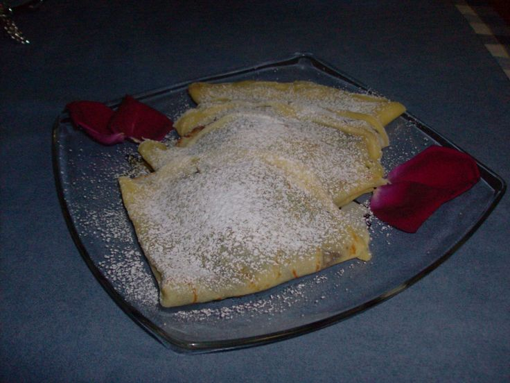 CREPE ALLA NUTELLA  CLICCA QUI PER LA RICETTA http://www.loscrignodelbuongusto.com/altre-ricette/ricette-estero/304-crepe-dolci-alla-nutella.html