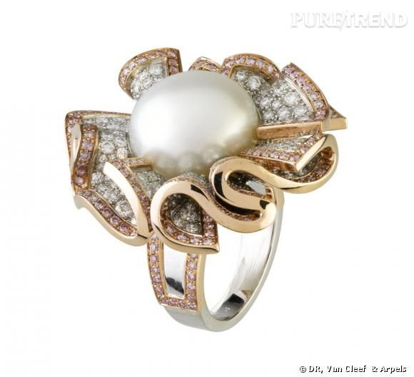 Bague Miss Audrey        Perle fine de 17,72 cts, diamants roses et blancs.