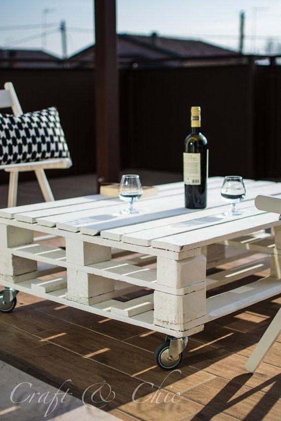Tavolino pallet di legno verniciato con mensola di CraftAndChic