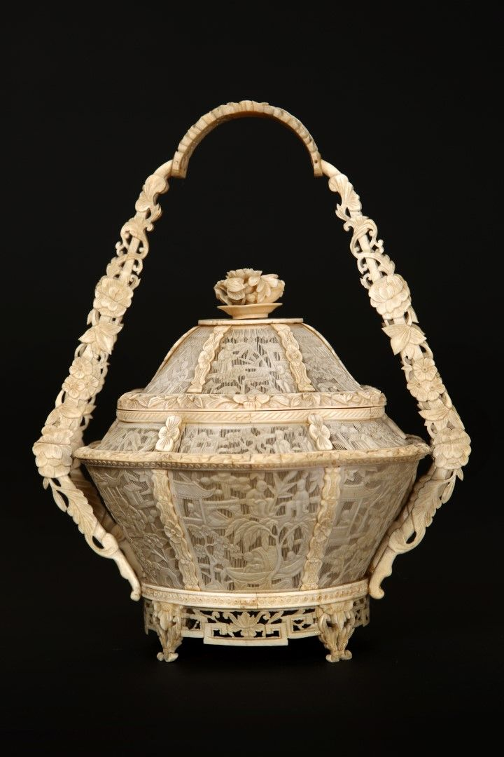 A CHINESE IVORY FRETWORK BASKET AND COVER, CANTON, 19TH CENT