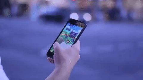 Los arrestaron por abandonar a su hijo de 2 años para jugar Pokémon Go. Su respuesta es indignante
