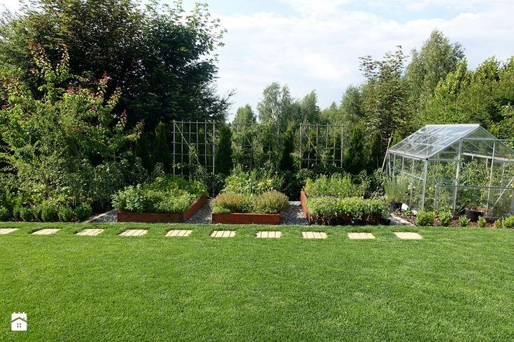 na Słonecznej - Duży ogród za domem z ogródkiem warzywnym, styl minimalistyczny - zdjęcie od kamila_lbn