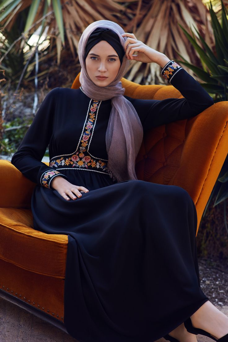 Cool hijabista: Embroidered abaya