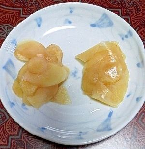 楽天が運営する楽天レシピ。ユーザーさんが投稿した「生姜の酢漬け(ガリ)」のレシピページです。お寿司屋さんのガリみたいな味です。生姜の酢漬け。新生姜,酢,砂糖,塩