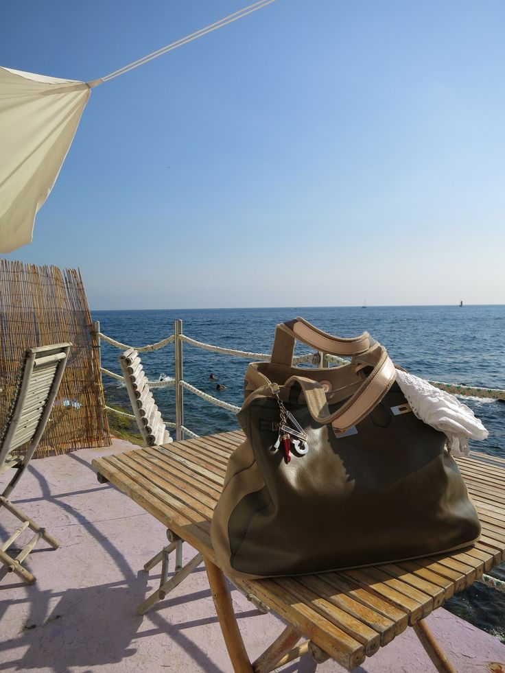 V73 Bag Classic 03 Brown in Boccadasse with Lorenza! http://www.v73.us/new-happy-day/classic-collection-n-03/235-brown #v73 #brown #summer #sea