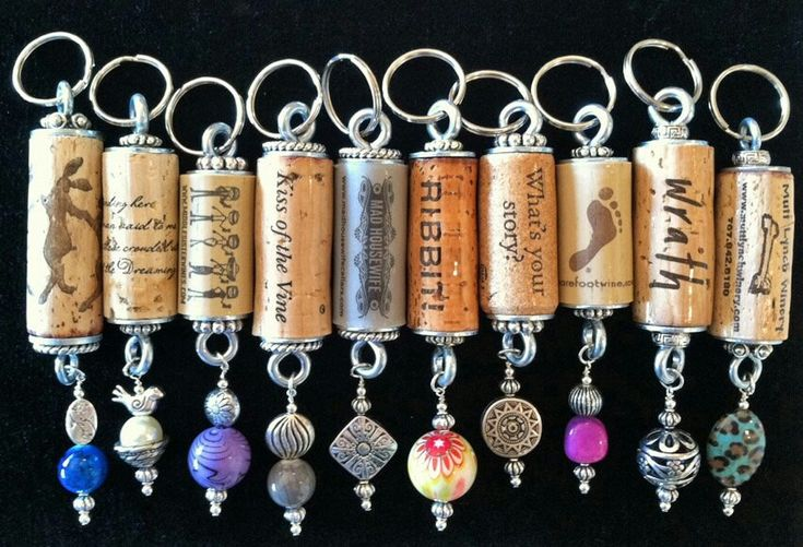 Wine cork keychains easy and fairly inexpensive if you for Crafts to make with wine corks