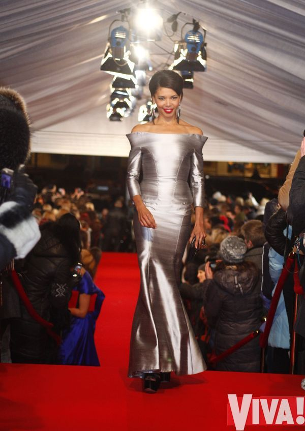 """Самые стильные наряды звезд на красной дорожке """"Viva! Самые Красивые 2012"""""""