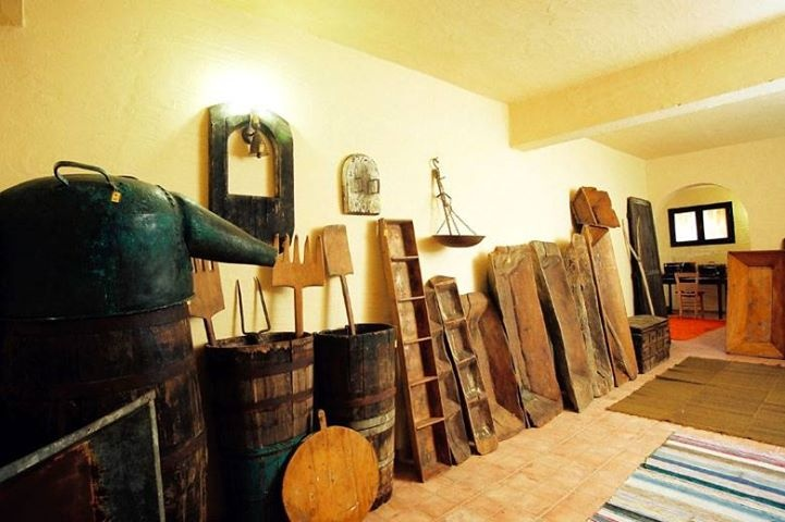 #Memories of a bygone era at our #Folklore #Museum! Guests can view a collection of important and valuable objects from the area dating back many decades and depicting the history of local traditions! #sithonia #nikiti #greece