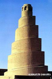 Alminar de la Gran Mezquita de Samarra, construido en ladrillo. Período abasí.