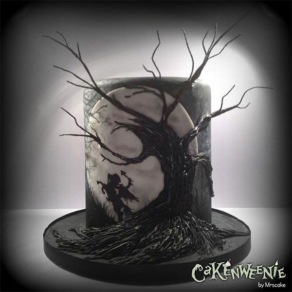 Tarta de fondant Sleepy Hollow. Decorada con árbol, luna y jinete sin cabeza. Halloween.