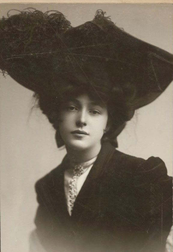 Evelyn Nesbit the face that launched a lot of misery, or not. One thing's for certain she figures largely and beautifully in E. L. Doctorow's excellent, lyrical novel 'Ragtime'.