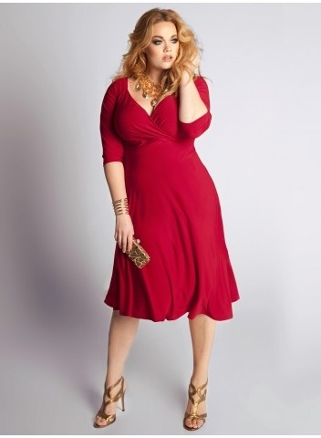 Plus Size Francesca Dress in Crimson    Feel subtly seductive in this season's rich red hue. Whether on it's own with standout jewels or wear it belted and this basic dress goes from casual to chic in an instant. Add nude pumps or strappy heels and gold embellishments.: Plussize, Little Dresses, Cocktails Dresses, Dresses Fashion, Clothing, Size Fashion, Plus Size Dresses, Day Dresses, Francesca Dresses