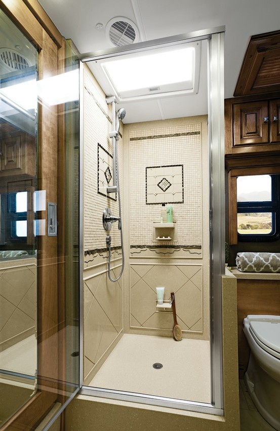 2013 Zephyr By Tiffin Motorhomes | This Shower Would Even Be Big Enough For  My 6