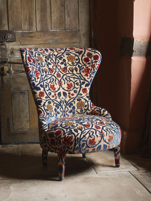 Late 16th Century This design was taken from an Elizabeth tapestry, which was redrawn by Watts in 2007 and woven as a cut velvet