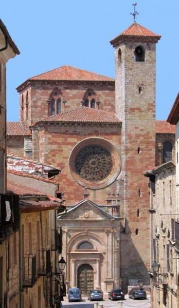 La antigua Segontia - Catedral de Sigüenza, Puerta del Mercado, rosetón y Torre del Santísimo