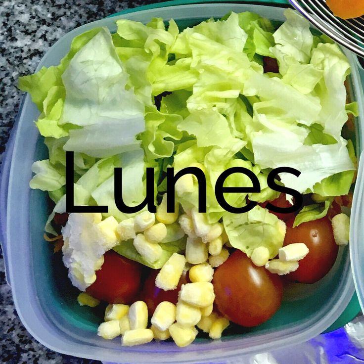 Me ocupe de armar en casa las viandas para almorzar en el trabajo. Lunes: zanahoria rallada, apenas de cebolla, tomates cherry, lechuga y choclo (congelado). Martes: manzana verde, lechuga, queso a…