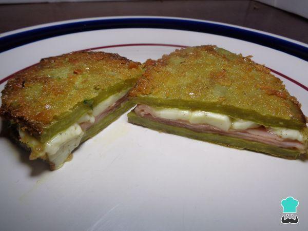 Aprende a preparar nopales rellenos de jamón y queso con esta rica y fácil receta. Una de las verduras más utilizadas para la gastronomía en México son los nopales,...