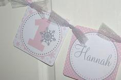 IMPRIMABLE - hiver ONEderland chaise haute bannière, bannière paysage hivernal, bannière de flocon de neige, flocon de neige anniversaire rose et gris bannière