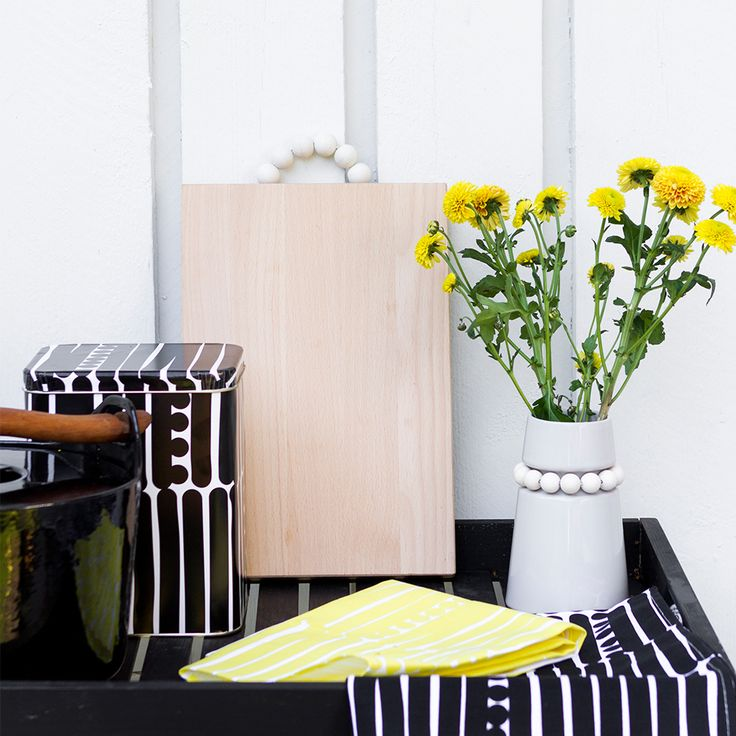 Aarikka - Cooking & Table setting  The fresh Palko pattern livens up your kitchen. This kitchen towel's high-quality fabric is very durable. The retro-spirited pattern of the Palko series conquers both your home and your heart. All products in the series are designed to suit everyday occasions.