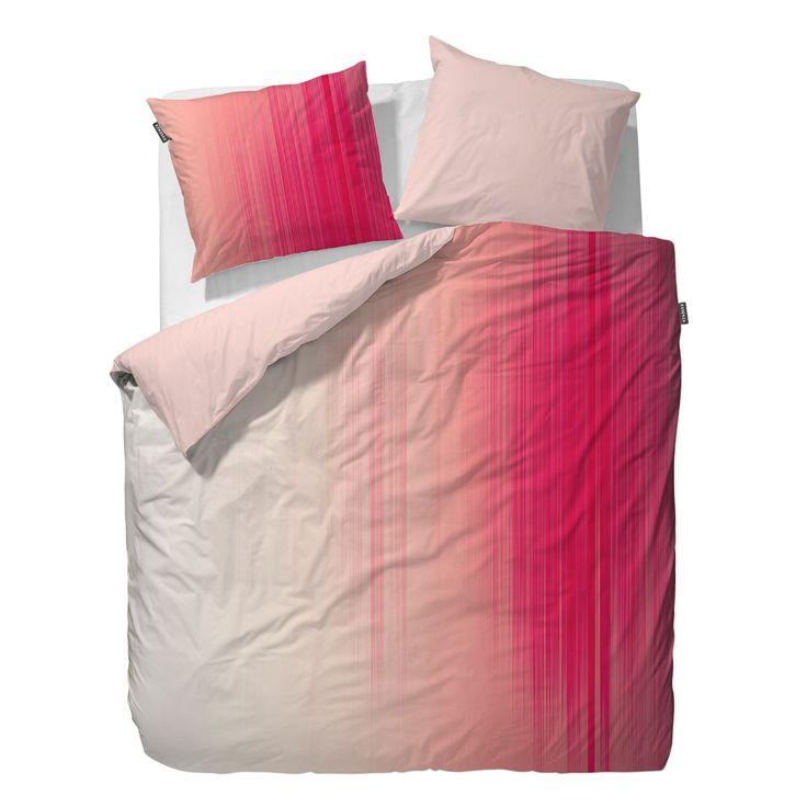 Essenza Mako-Satin Wendebettwäsche Sade peach in zart schimmernder Baumwolle. Aus feinen Streifen und tollen Farben entsteht auf der weichen Garnitur eine Augenweide in Pink und Rosé. Die weichen Bettwaren verwöhnen und überzeugen nicht nur optisch.  #bettwäsche #bedding #rosa #pink #modern #modernbedding  www.bettwaren-shop.de