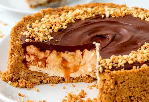 Ένα υπέροχο cheesecake με Nutella και καραμέλα. Ένα γλύκισμα, εύκολο στη παρασκευή του, τέλειο στη γεύση του που θα το απολαύσετε σε όλες τις περιστάσεις.