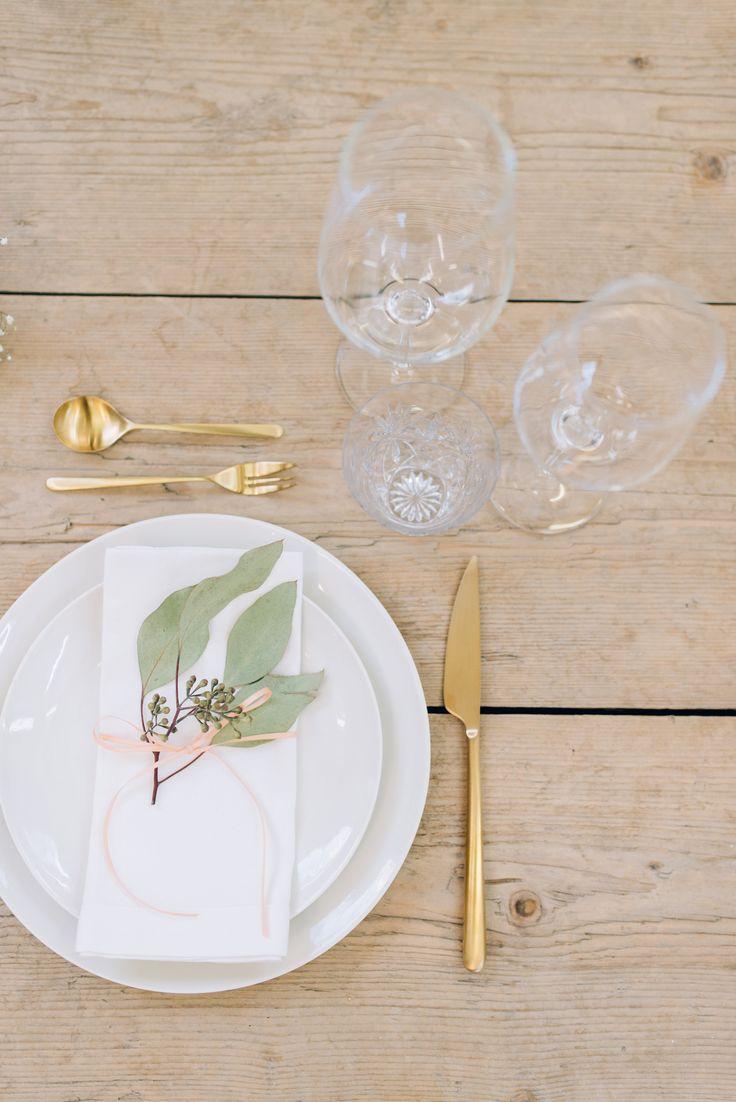 Tischdekoration für deine Hochzeit mit Eukalyptus und Goldbesteck ❤  Table decoration for your wedding with eukalyptus and golden cutlery