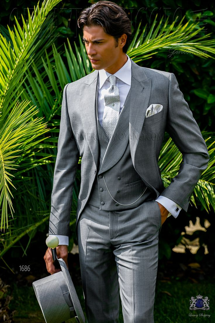 Italian bespoke light grey morning suit with wide peak lapels and 1 mother of pearl button. Wool silk fil-a-fil fabric. Wedding suit 1686 Gentleman Collection Ottavio Nuccio Gala.