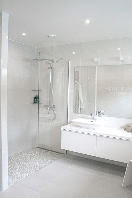 White pebble shower floor