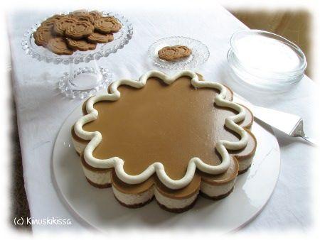Piparit kuuluvat joulun juhlapöytään, mutta näin isoa piparia siellä on harvemmin nähty. Idea piparikakkuun syntyi, kun löysin hauskan vuoan, joka suorastaan vaati minua toteuttamaan tämän kakun. 🙂 Jälleen kerran: näyttävän kakun tekeminen ei todellakaan välttämättä vaadi suurta kikkailua tai runsaasti aikaa! Mauksi halusin tietenkin piparkakkumausteita ja samassa teemassa halusin pysyä myös kakun kuorrutteen ja koristelun […]