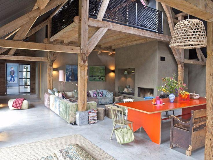 Le orange par touche, comme avec cette table de salle à manger.