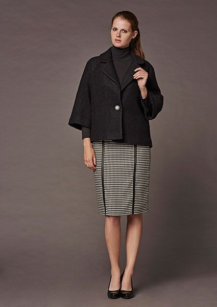 Elegant and refined the fluffy fluffy mohair jacket with small lapels and wide 3/4 sleeves, necessarily combined with something narrow as 7/8 trousers and ballerinas or pensil skirt in length just under the knee and high heels  shoes