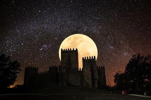 Castle of Guimarães [Super Moon 11/14/2016] - Guimarães, Braga (Portugal).