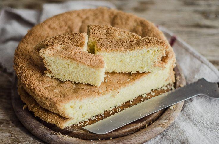 Il pan di Spagna senza glutine è una preparazione base della pasticceria perfetta per chiunque non possa o non voglia assumere glutine.