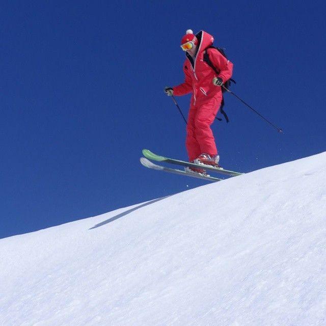 End of season weather - love it. #oneskee_zipup #bigair #Tignes #ski #skiing