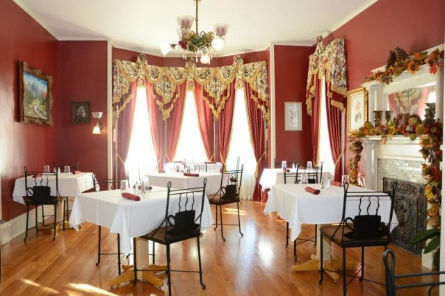 Historic Bed and Breakfast for sale in Boonville, Missouri: Teas Rooms,  Eating House, Beds And Breakfast,  Eating Places,  Eateri, Victorian Beds, Historical Beds, Restaurant, Eating Houses