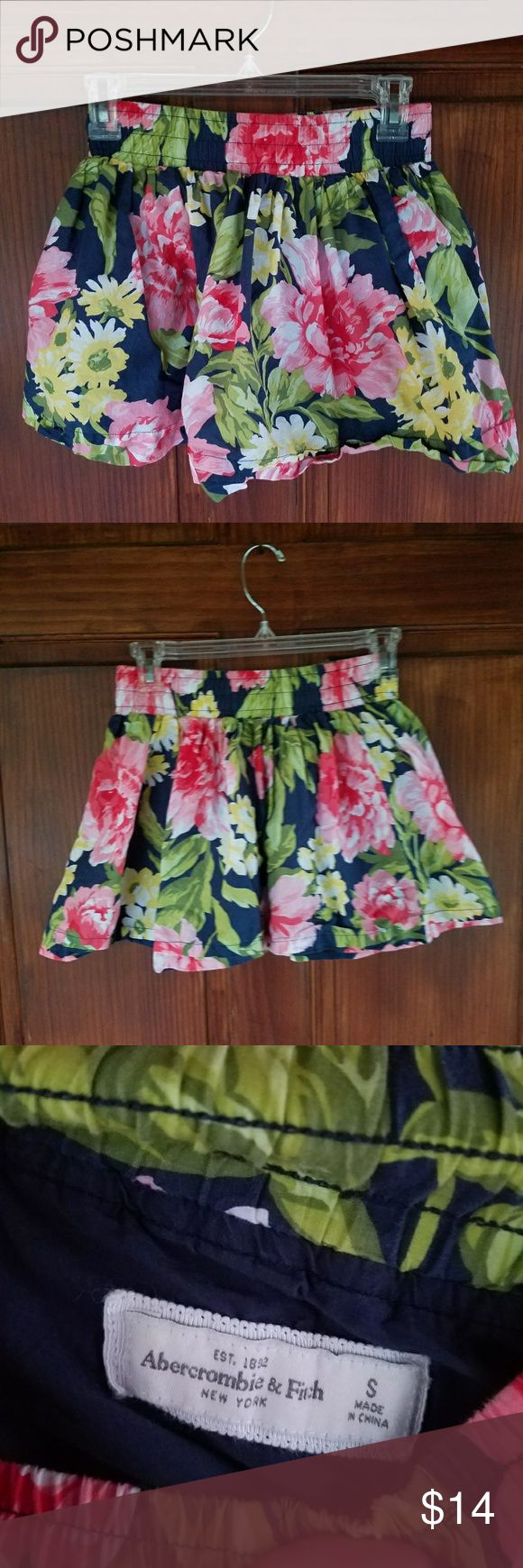Abercrombie and Fitch Skirt Small Small Abercrombie and Fitch Skirt. Floral design. Elastic band. Abercrombie & Fitch Skirts Mini