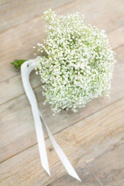 La paniculata es una flor blanca de aspecto delicado que queda bien en todos los ambientes, tanto en decoración, ramos de novia, coronas de flores o centros de mesa.