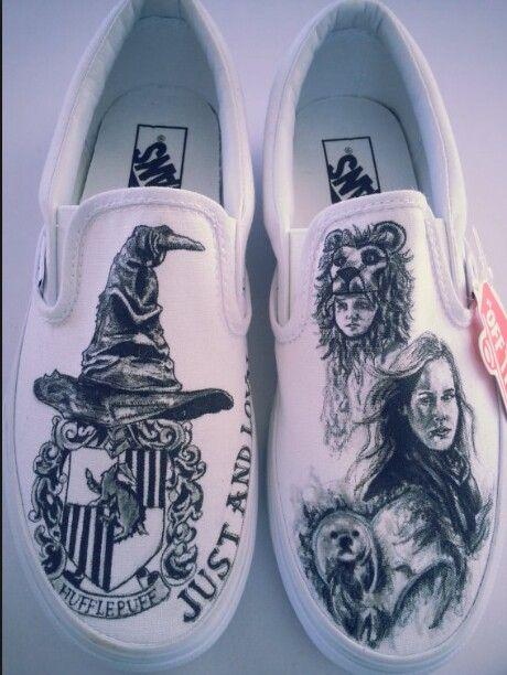 Zapatillas pintadas a mano de harry potter! Muy buen dibujante♥♡♥♡