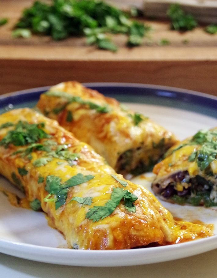 Meatless Monday: Cheese and Black Bean Enchiladas from @dianehoffmaster