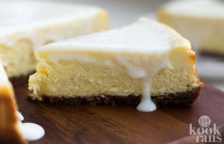 Deze cheesecake is gemaakt met witte chocolade en een bastognebodem.. Snel maken dus!