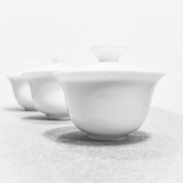 50/75/100 #mały #filuterny #słodziak #drogaherbaty #wearefamily #wayoftea #gaiwans #porcelain #blackandwhite #tea #herbata #cha