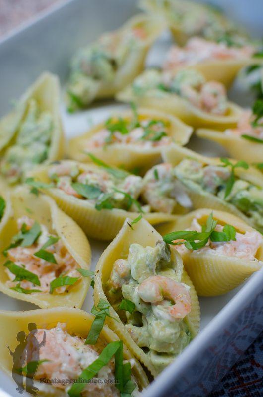 Aujourd'hui, je vous propose de préparer : des conchiglioni farcies au saumon ou aux crevettes, au choix ; à déguster froid... Alors, à ...