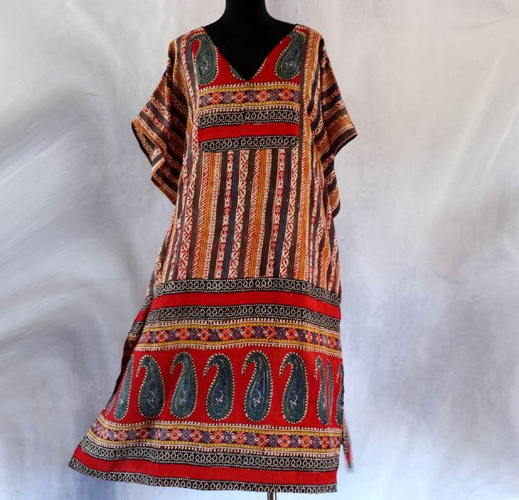 Tunique kaftan mi-longue mulicolore à motifs ethniques paisley noirs et rouge en coton : Chemises, blouses par akkacreation
