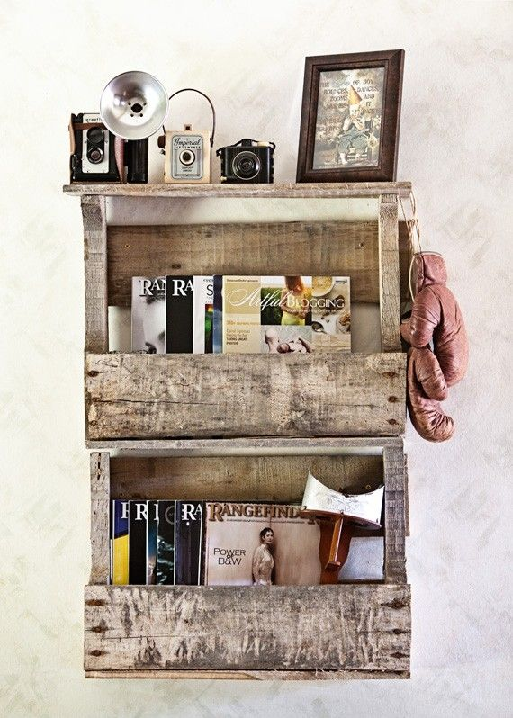 Sweet Idea • Love this as shelving and think it would be a great idea to extend to a book shelf by adding more pallets, a chest of drawers by adding wicker baskets, also adding hooks underneath for coats using the shelving to store hats, gloves etc Repin (pallet shelves)