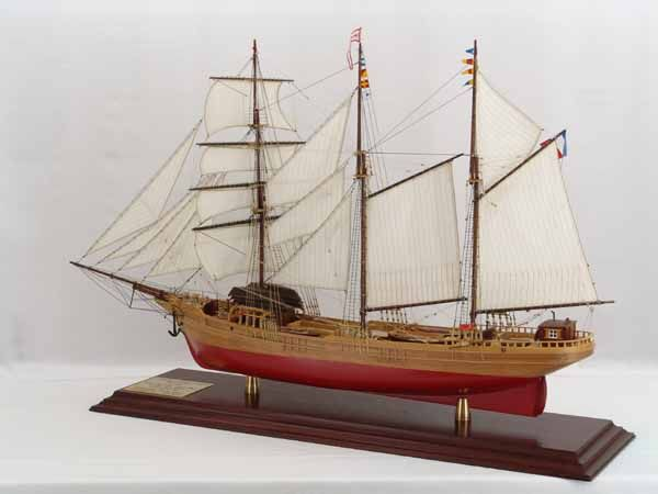 Ship model French barquentine COTE D'ÉMERAUDE    - Scale 1 : 60, length 116 cm, width 34 cm, height 75 cm