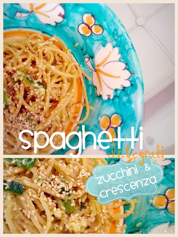 Ingredienti:  100g spaghetti integrali  1 o 2 zucchine  2 uova  100g di crescenza light   1/2 scalogno  1 tazzina di tazza di salsa di soia  1 cucchiaino di paprika dolce e semi di sesamo integrali.  prendete una padella e , a fuoco vivace, fate tostare i semi di sesamo. Abbassate la fiamma e aggiungete lo scalogno, versate la salsa di soia e le zucchine tagliate a listarelle. Fate cuocere e una volta ammorbidite prendetene un po' e frullate con la crescenza, non fredda di frigo. Scolate la…