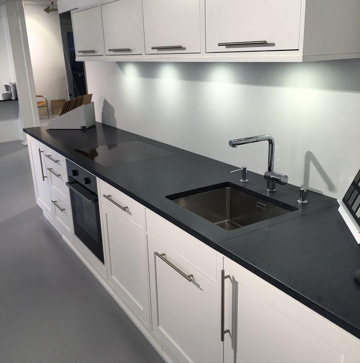 kj kken inspirasjon nero assoluto svart naturstein kj kken benkeplate av granitt kitchen. Black Bedroom Furniture Sets. Home Design Ideas