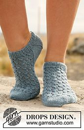 """Ravelry: 129-18 Knitted ankle socks with lace in """"Fabel"""" pattern by DROPS design"""